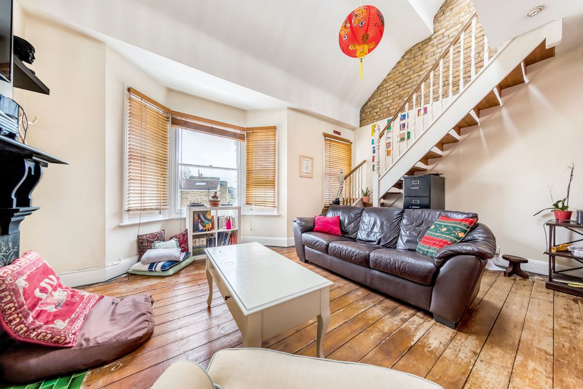 2 Bedroom Flat for sale in Hammersmith, Wingrave Road
