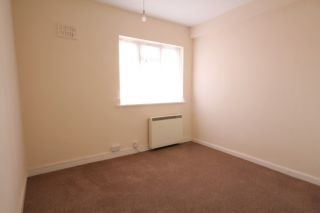 3 Bedroom Flat to rent in Molesey, Surrey, United Kingdom