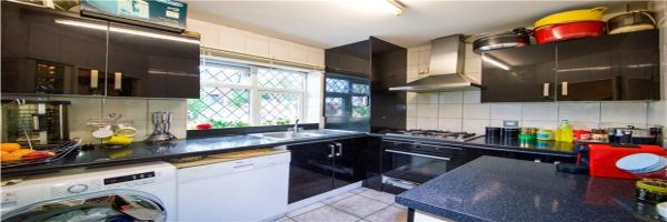 4 Bedroom Flat for sale in Kinsbury, Colindale, London, United Kingdom