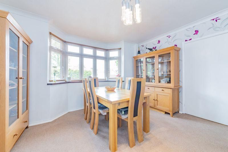 5 Bedroom Detached for sale in Dunstable, Kingscroft Avenue