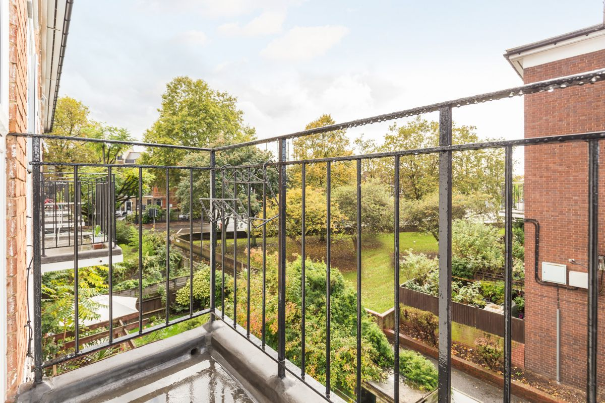 4 Bedroom Maisonette to rent in Lambeth, Aveline Street
