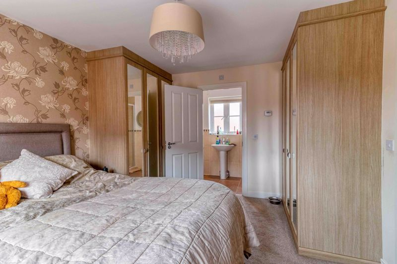 4 Bedroom Detached for sale in Aylesbury, Elize Close
