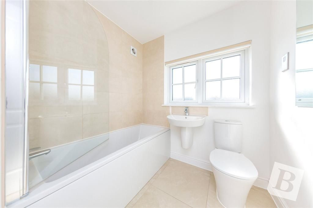 4 Bedroom Semi-Detached for sale in Basildon, Palmer Way