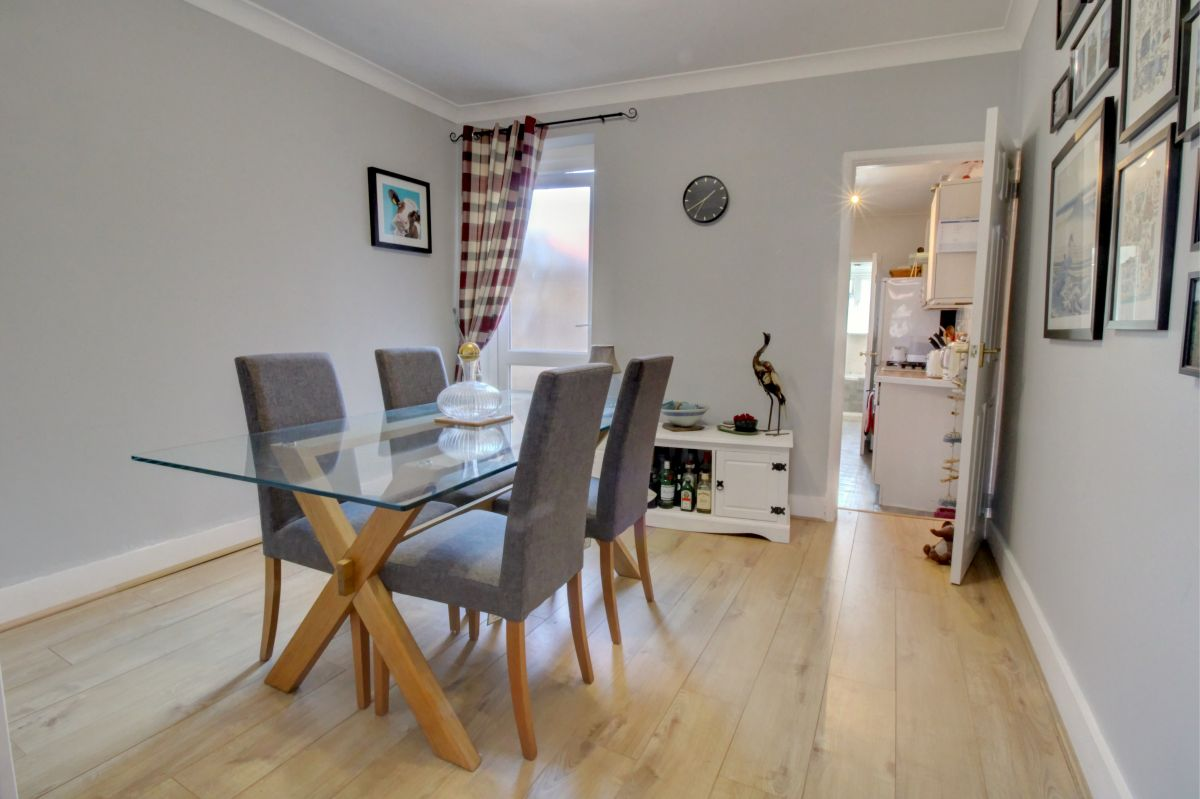 3 Bedroom End of Terrace for sale in Reading, Clarendon Road