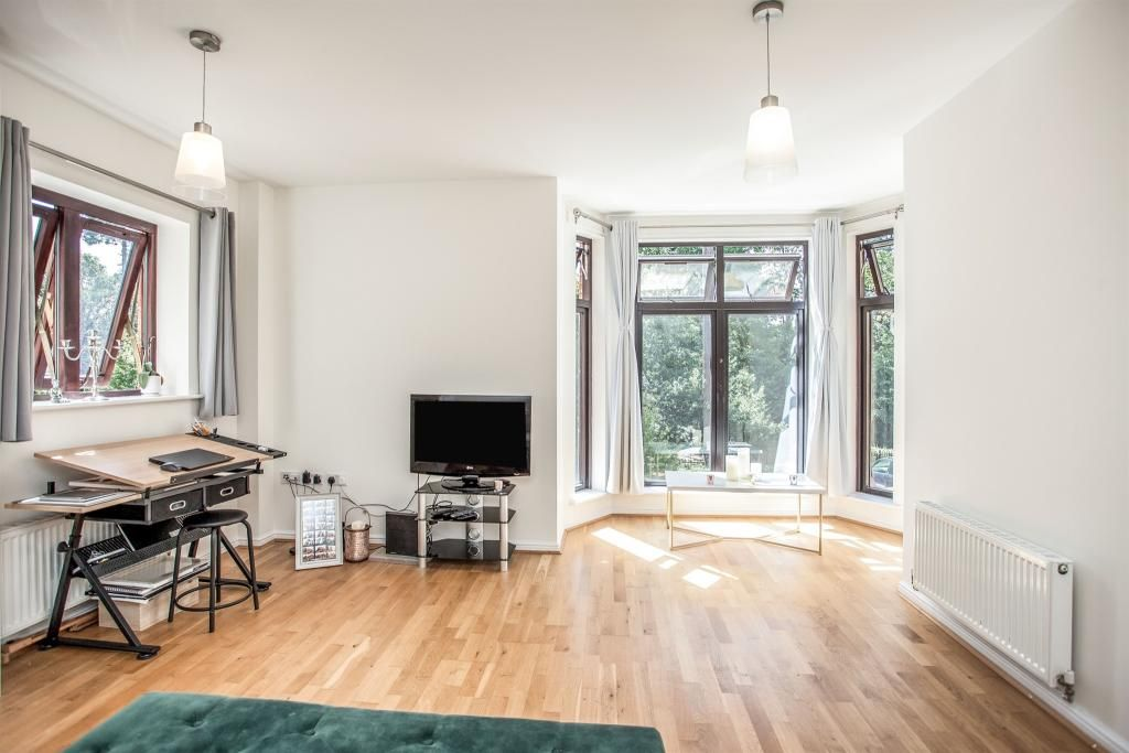 1 Bedroom Apartment for sale in Watford, Lockhart Road