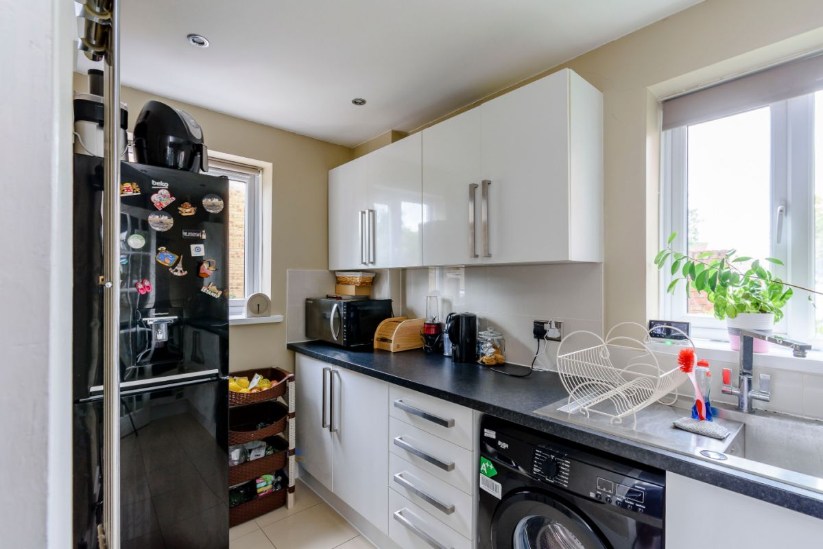 2 Bedroom Flat for sale in Feltham, Tawny Close