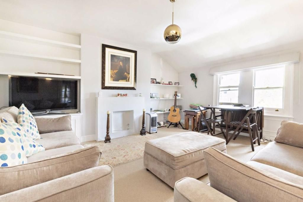 2 Bedroom Flat to rent in West Ealing, Churchfield Road