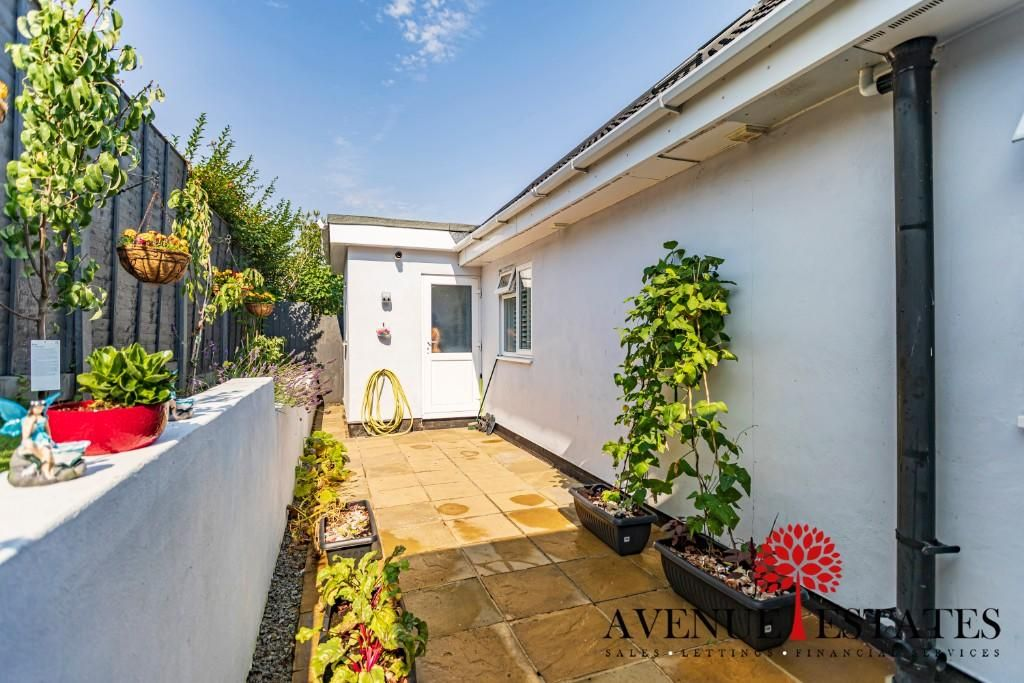 4 Bedroom Bungalow for sale in Poole, Rossmore Road