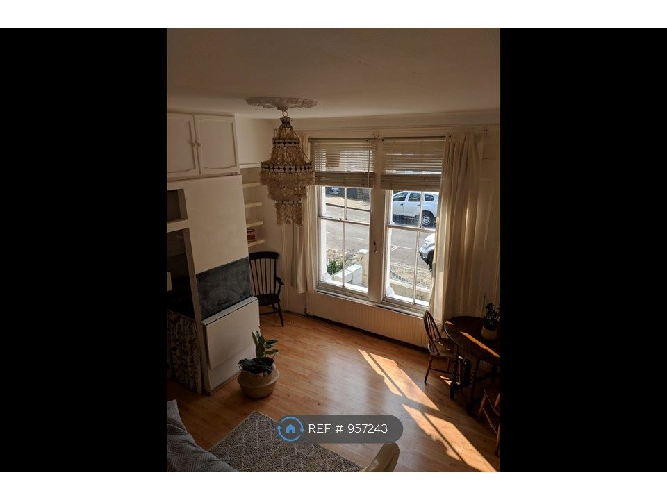 1 Bedroom Flat to rent in Clapton, Alconbury Road