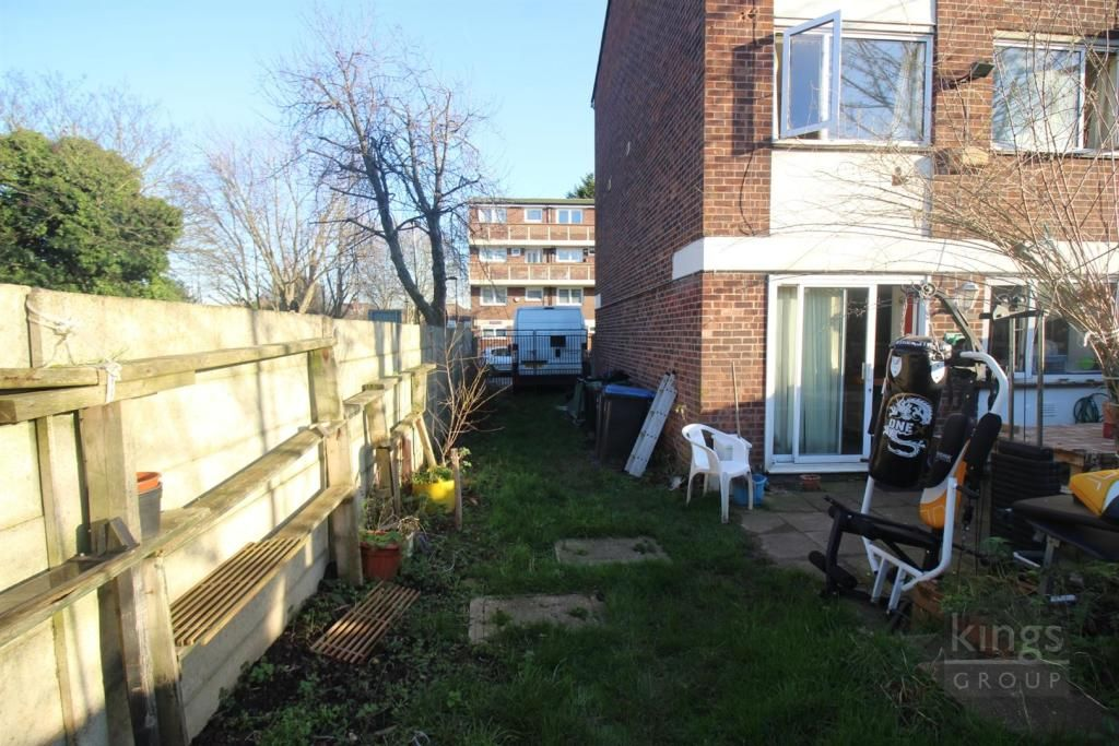4 Bedroom End of Terrace for sale in Enfield, Yeomans Way