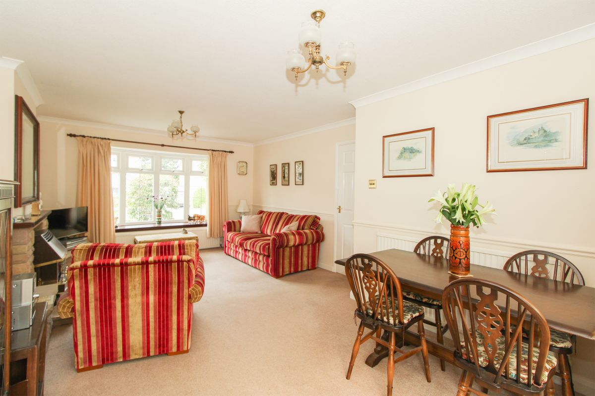 3 Bedroom Detached for sale in Chesterfield, Newhaven Close