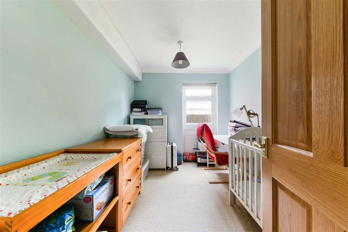 2 Bedroom Flat for sale in Sutton, Worcester Road