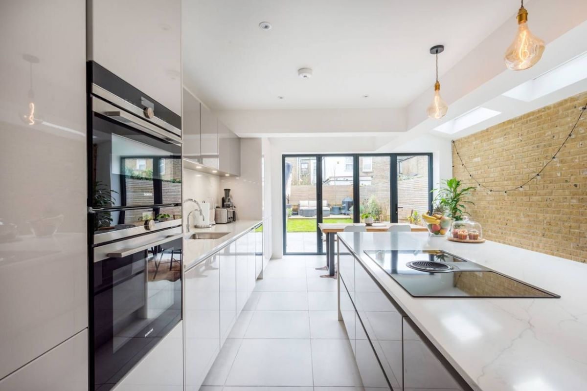 4 Bedroom House for sale in Leyton, Adelaide Road
