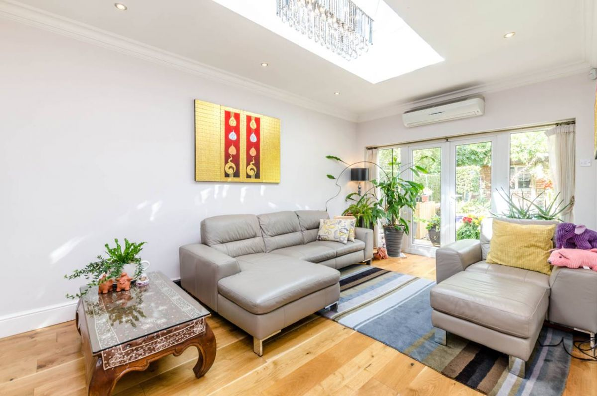 4 Bedroom Semi-Detached for sale in Acton, London, United Kingdom