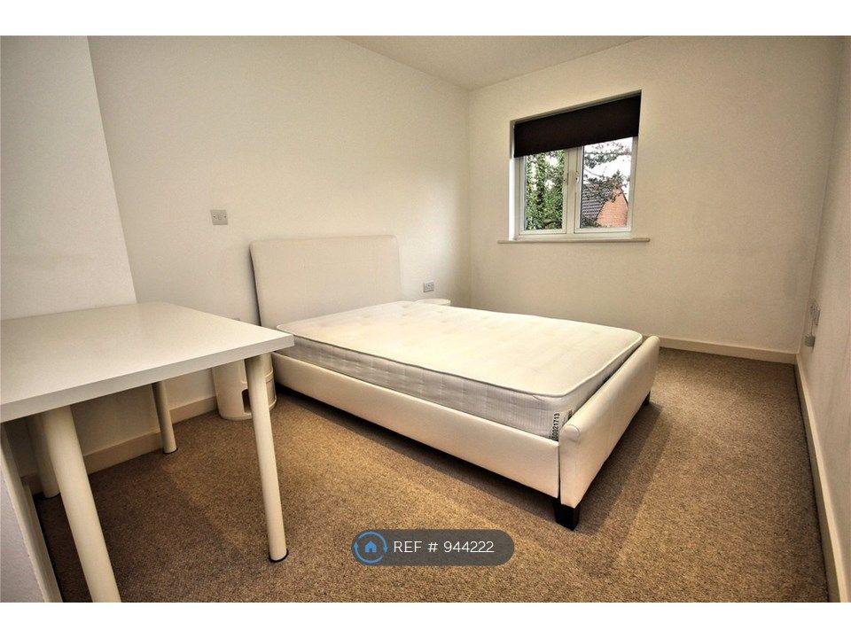 2 Bedroom Flat to rent in Woking, Constitution Hill
