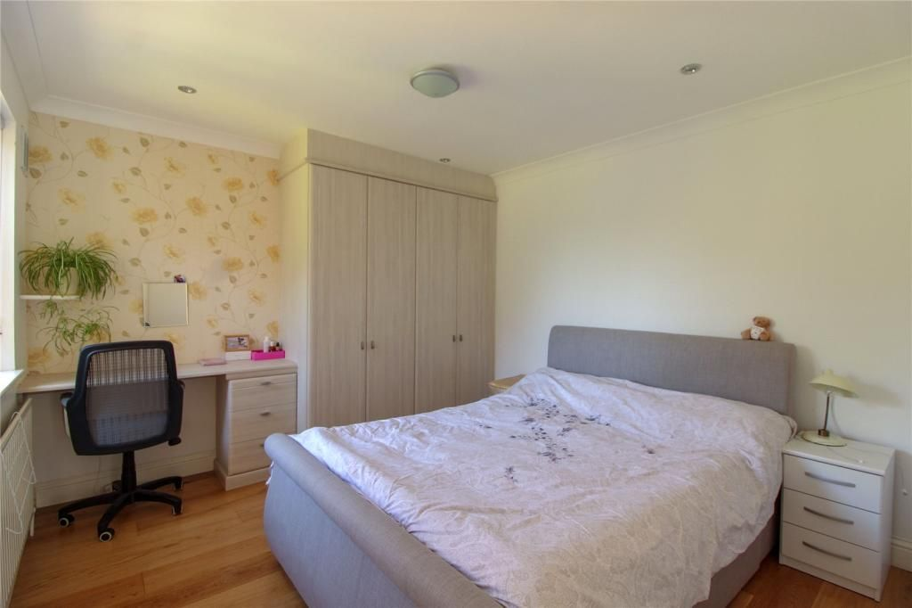 2 Bedroom Apartment for sale in Barnet, Windsor Road