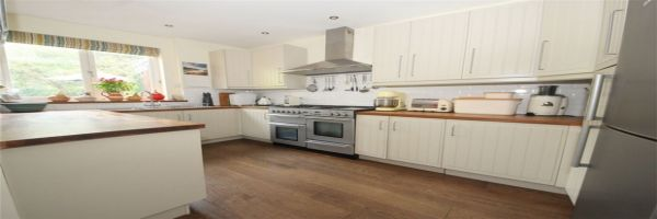 4 Bedroom Semi-Detached to rent in Winchmore Hill, London, United Kingdom