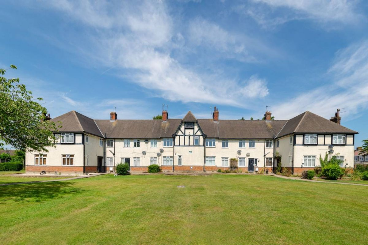 3 Bedroom Flat for sale in United Kingdom