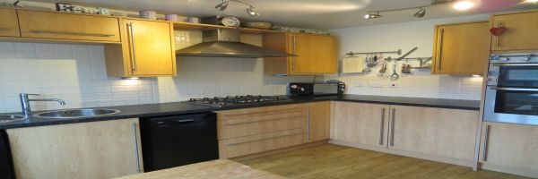 4 Bedroom Semi-Detached for sale in Oldham, Lancashire, United Kingdom