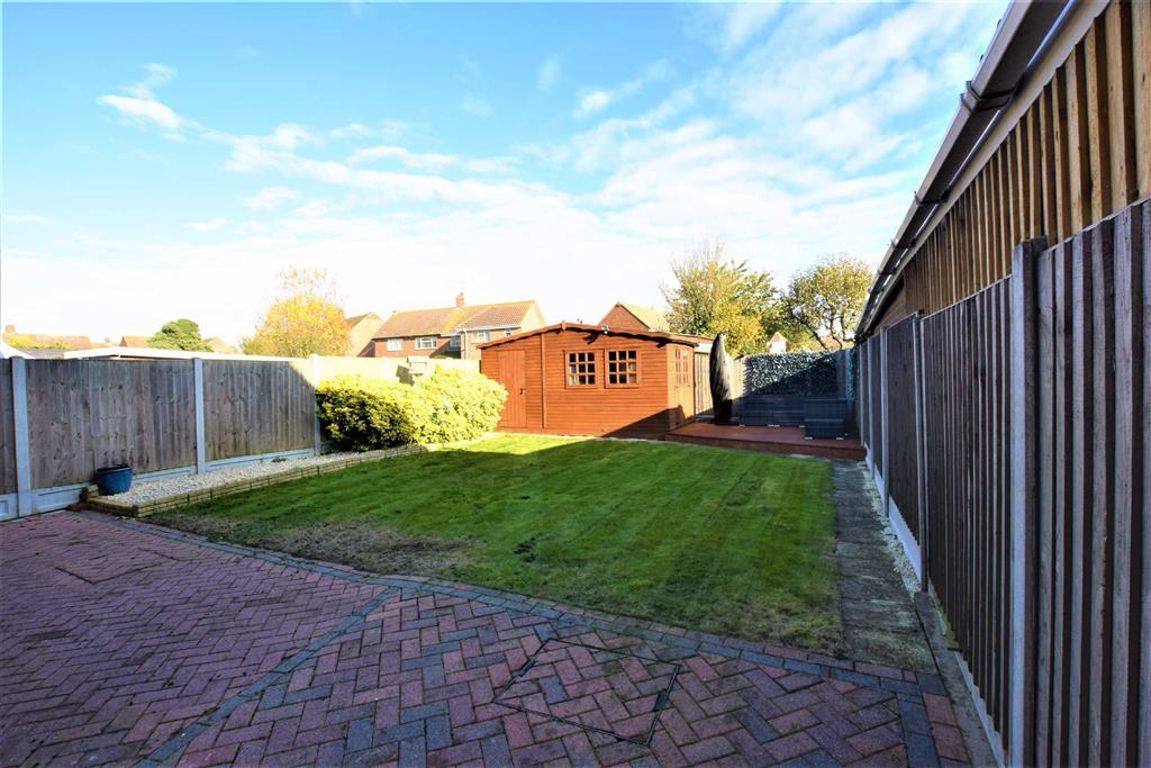 3 Bedroom Semi-Detached for sale in Stanford Le Hope, The Geerings