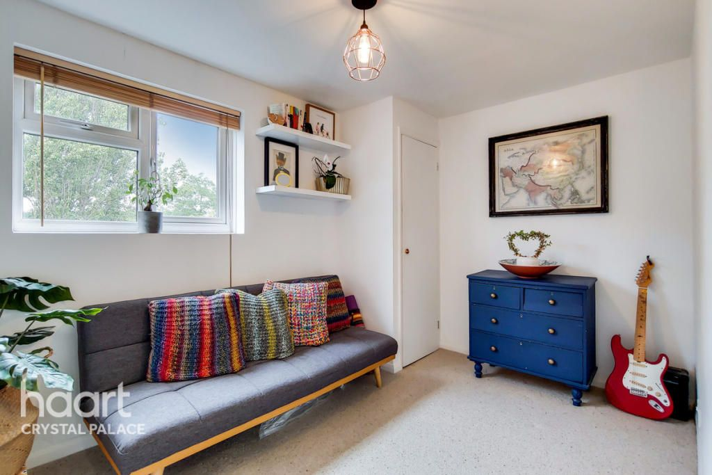 2 Bedroom Flat For Sale In South Norwood Selhurst Road