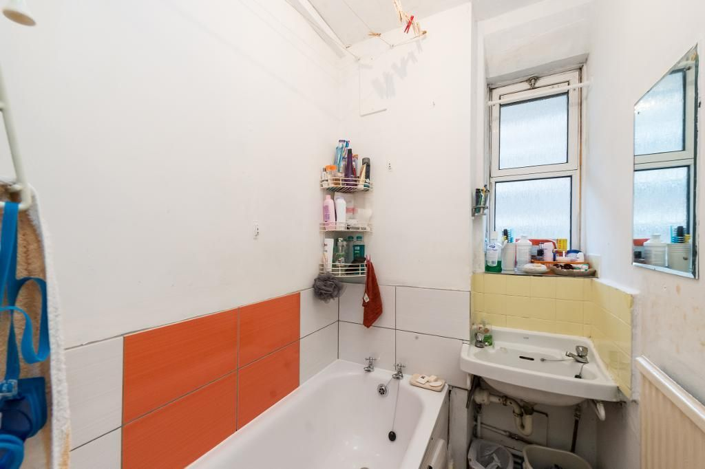 3 Bedroom Flat for sale in Shepherds Bush, Australia Road