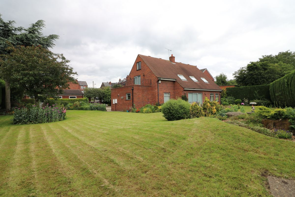 4 Bedroom Detached for sale in Pontefract, West View