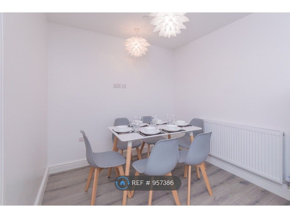1 Bedroom House to rent in Slough, Sydenham Gardens