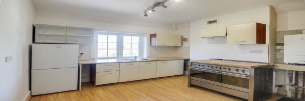 3 Bedroom Semi-Detached for sale in Thames Ditton, Surrey, United Kingdom