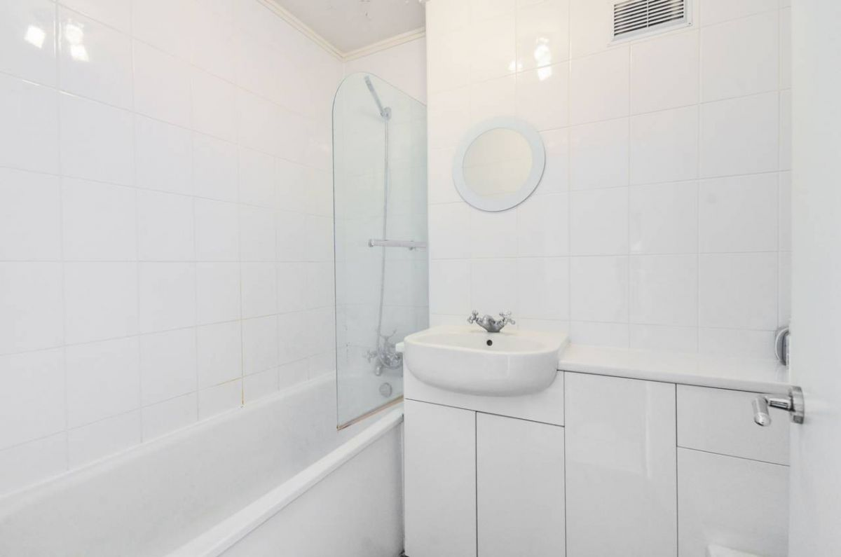 Studio for sale in Earls Court, Cromwell Road