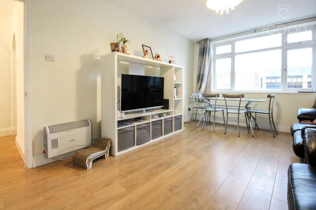2 Bedroom Flat to rent in Loughton, High Road