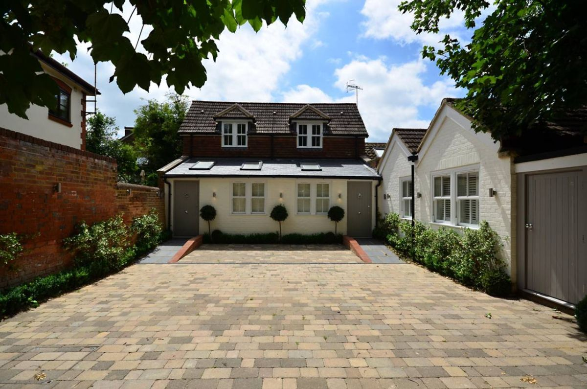 2 Bedroom Semi-Detached to rent in Guildford, Surrey, United Kingdom