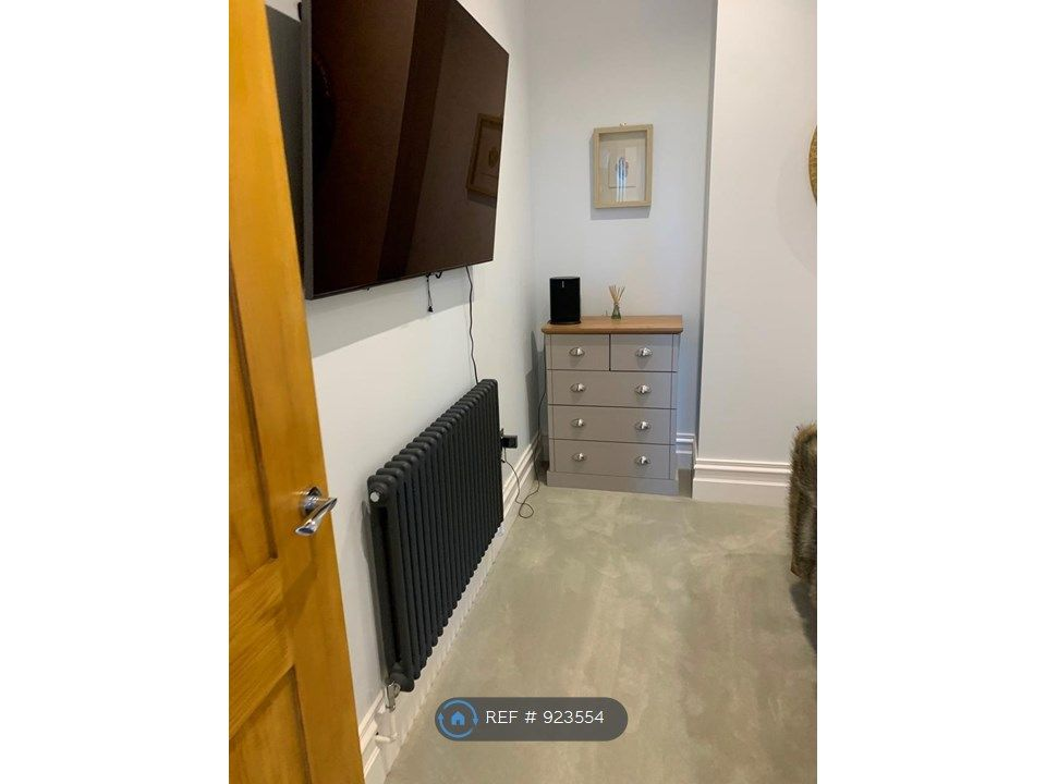 2 Bedroom Flat to rent in Poole, Alton Road