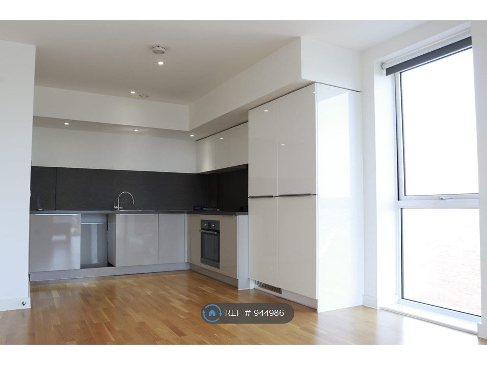 2 Bedroom Flat to rent in Seven Sisters, Bathurst Square