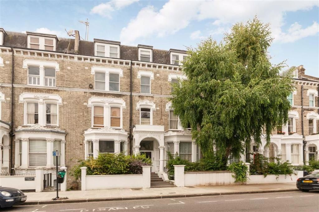 2 Bedroom Flat to rent in West Kensington, Sinclair Road