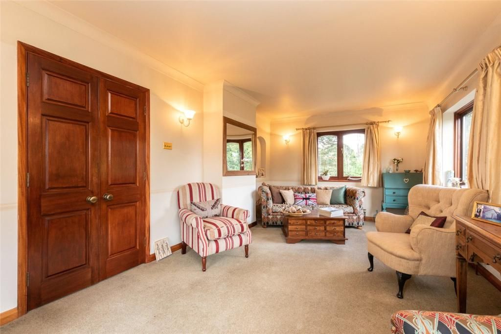 Semi-Detached for sale in Chessington, Green Lane