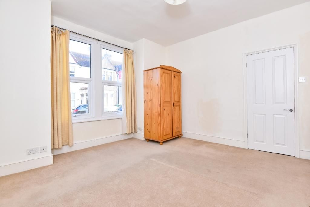 4 Bedroom Detached to rent in Tooting, Pevensey Road Tooting SW17