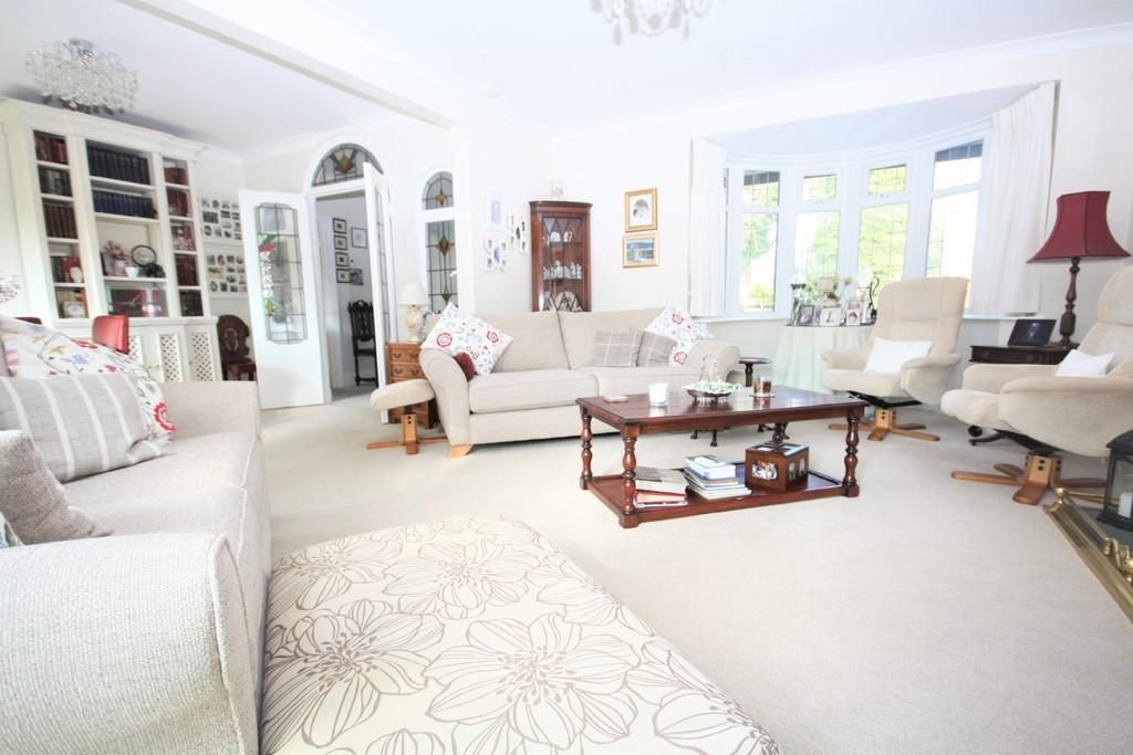 3 Bedroom Detached for sale in Worthing, Warren Road