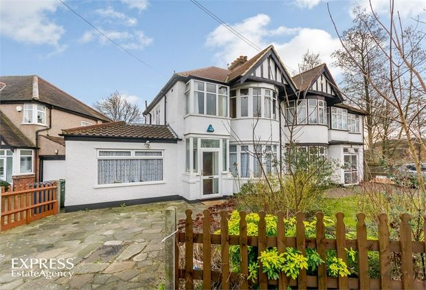 4 Bedroom Semi-Detached for sale in Harrow, Middlesex, United Kingdom