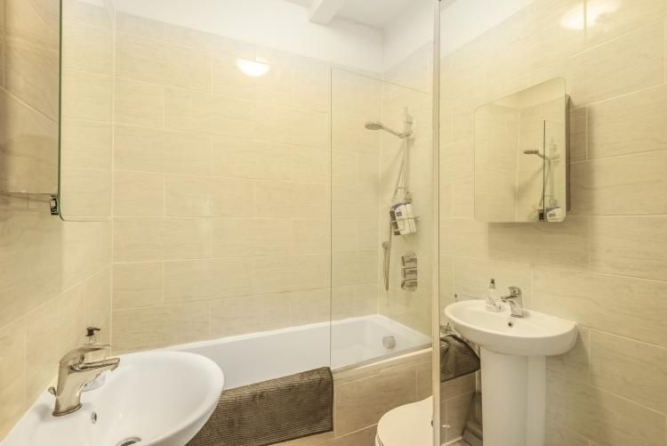 2 Bedroom Flat to rent in Balham, Balham Grove Balham SW12
