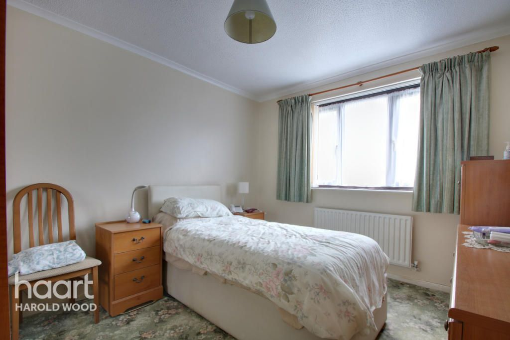 2 Bedroom Apartment for sale in Romford, Gubbins Lane