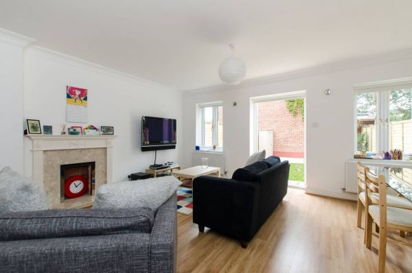 3 Bedroom Mews to rent in United Kingdom