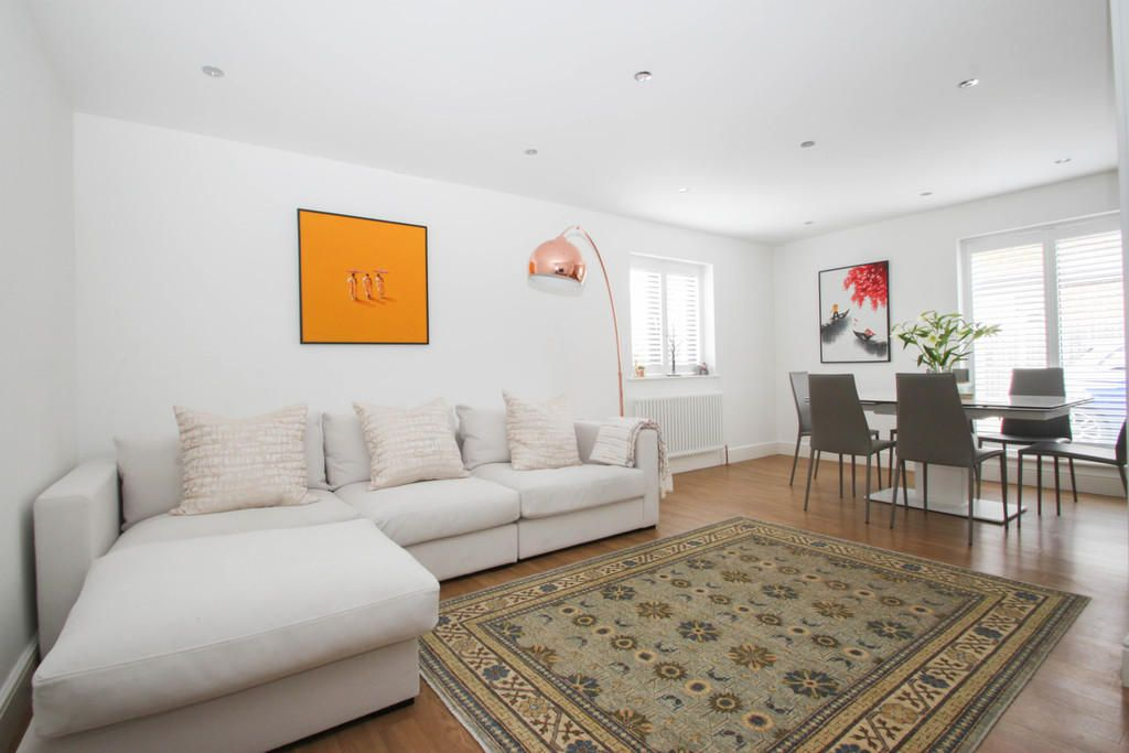 5 Bedroom Detached for sale in Chigwell, Lambourne Close