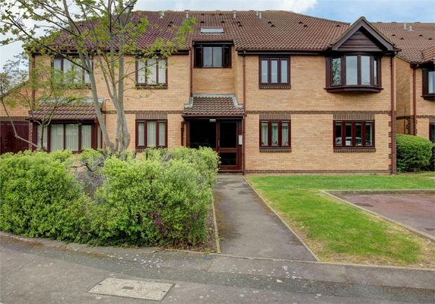 1 Bedroom Flat for sale in Romford, Essex, United Kingdom