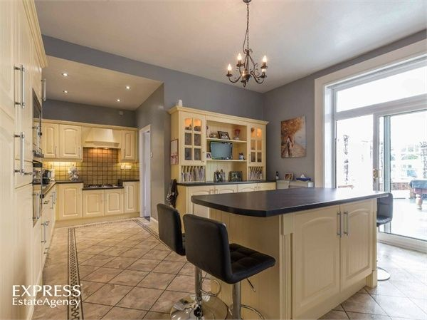6 Bedroom Detached for sale in Goole, Humberside, United Kingdom