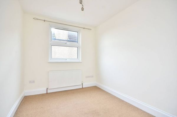 3 Bedroom Maisonette to rent in United Kingdom