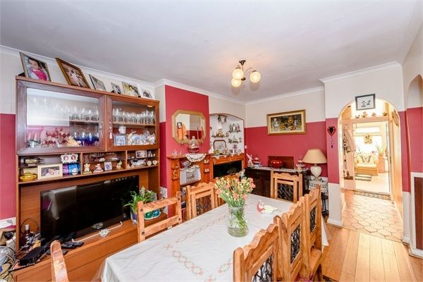 3 Bedroom Semi-Detached for sale in Shepherds Bush, London, United Kingdom