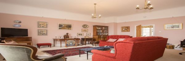 3 Bedroom Flat for sale in Crewkerne, Somerset, United Kingdom