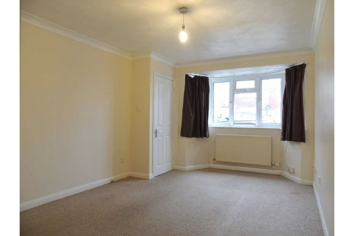 2 Bedroom End of Terrace to rent in Rochester, St. Albans Road