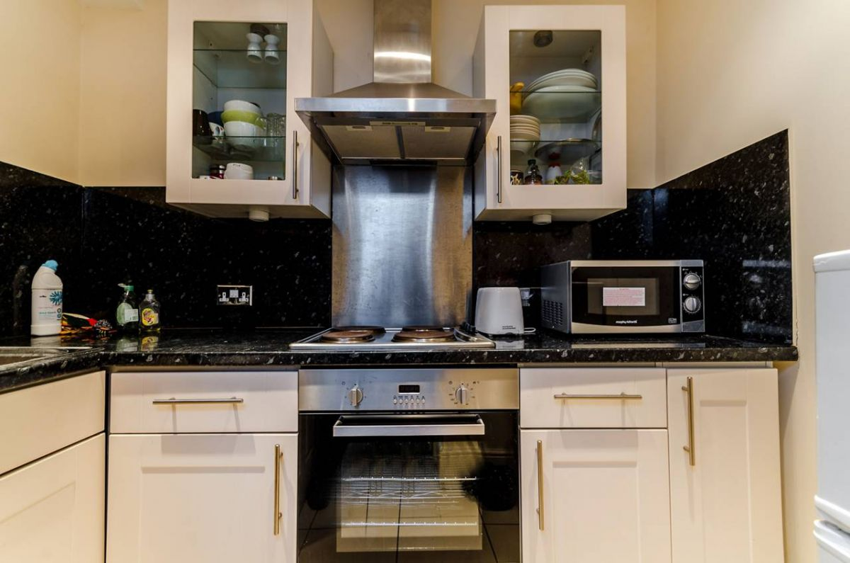 1 Bedroom Flat for sale in Kingston Upon Thames, Grove Crescent